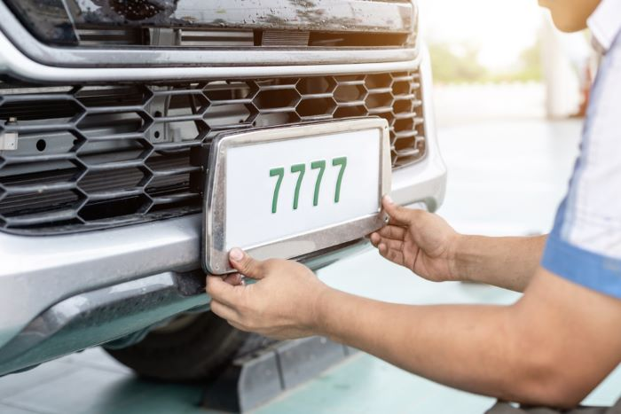 Things to consider when buying the best license plate frames